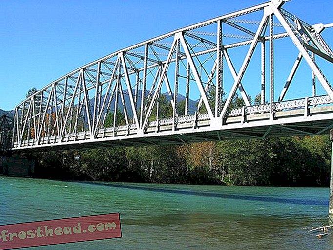 Amerikas Brücken werden wirklich alt: Eine ist gerade in den Skagit River eingebrochen
