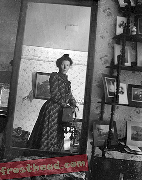 Unidentified_woman_taking_her_own_photograph_using_a_mirror_and_a_box_camera, _roughly_1900.jpg